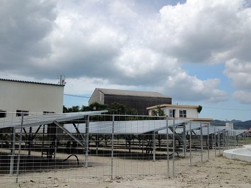 太陽光発電所にらくらくメッキフェンスを導入