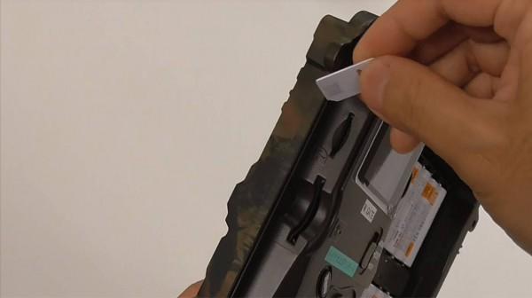 自動撮影カメラにSIMカードを挿入②